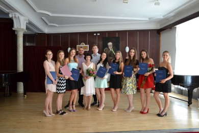 Absolventi HDU s triednou profesorkou Mgr. art. Tatianou Hrivnákovou